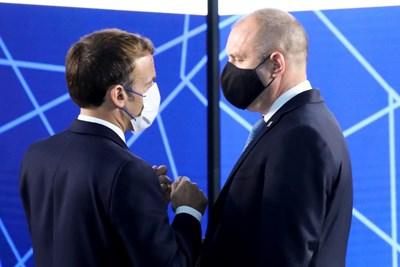 Президентът Румен Радев и френският държавен глава Еманюел Макрон разговарят в Брюксел.