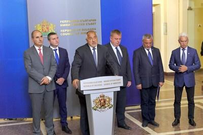 Само партията на Валери Симеонов  продължава да е против оставките,  но подкрепя предложените за постовете СНИМКА: Пиер Петров