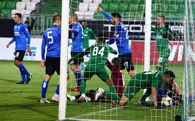 Моментът със спорния гол, отменен от съдията Георги Кабаков. Снимка: ludogorets.com