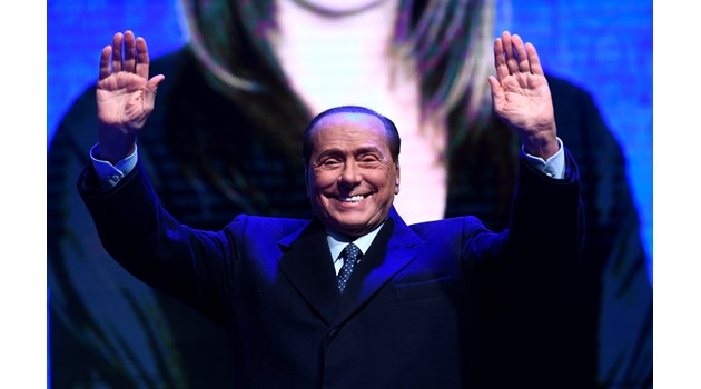 """Жените на """"безсмъртния"""" Берлускони"""