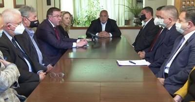 На срещата в дома на премиера в оставка Бойко Борисов присъстваха представители на туристическия бранш и на сдружението на общините.