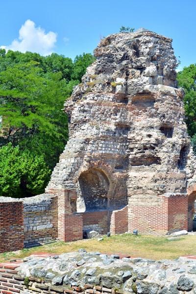 Римските терми са сред най-запазените архитектурни паметници от античния период в България. Изградени са през римската епоха към края на II век и представляват най-голямата римска баня на Балканите.