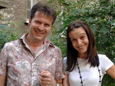 Таня Захова и Мони Владов пред студиото, в което създадоха Шехерезада и Онур на български. СНИМКА: ДЕСИСЛАВА КУЛЕЛИЕВА