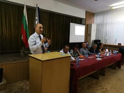 Цветан Цветанов по време на отчетно-изборното събрание на ГЕРБ в Гоце Делчев Снимки: ГЕРБ