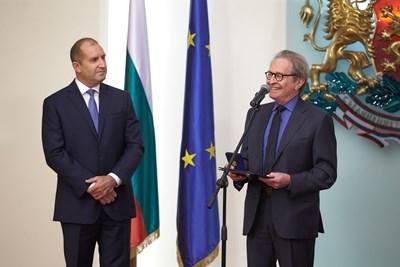 Румен Радев награди Мартин Кейнинг с почетния знак на Президента на Републиката СНИМКИ: прессекретариатът на държавния глава