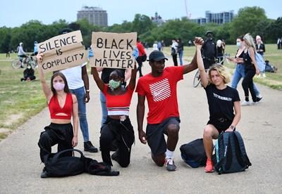 Демонстрация в подкрепа на протестите в САЩ в Лондон Снимка: Ройтерс