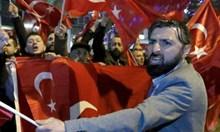 Холандия да отнема гражданството на всички турци, които нарушиха реда заради Ердоган