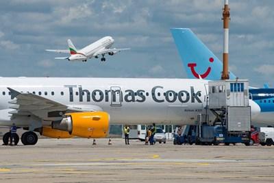 """Самолет на """"Томас Кук"""" на бургаското летище. Туроператорът е един от най-значимите клиенти на бургаския аеропорт."""