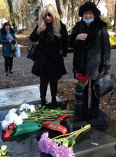 Мария Грубешлиева - Муки не спря да плаче по време на опелото, но в ритуалната зала поговори с всички опечалени. Снимки Румяна Тонева
