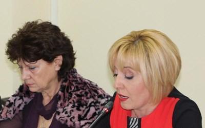 Виолета Комитова (вляво) по време на дебат за велосипедните алеи с участието и на тогавашия (през 2017 г.) омбудсман Мая Манолова.