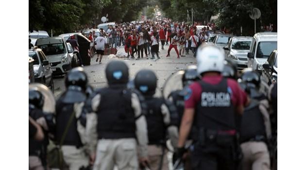 """Милионерите"" срещу ""бокенсес"" - мачът, който може да прерасне в гражданска война"