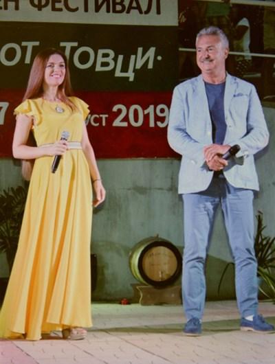 Дуетът Цветелина - Златко Живков обра овациите на публиката.  СНИМКА: АВТОРЪТ