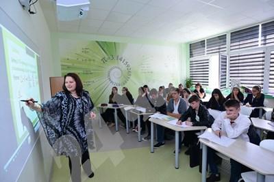 """Учениците в 51-о СОУ """"Елисавета Багряна"""" в София имат възможност да учат в дигитални класни стаи.  СНИМКА: """"24 ЧАСА"""" СНИМКА: 24 часа"""