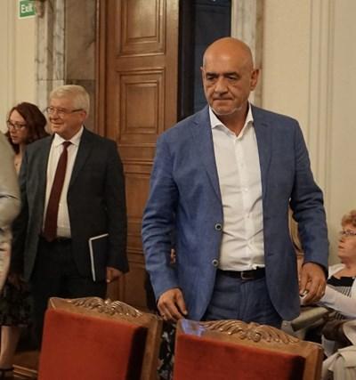 Шефът на НЗОК Дечо Дечев и министър Кирил Ананиев 3 часа изясняваха казуса с депутатите от комисията.