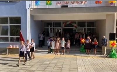 """НУ """"Васил Левски"""" във Варна ще бъде затворено днес за ученици."""