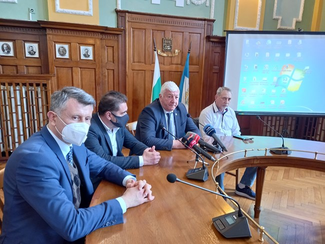 Кметът Здравко Димитров обяви, че очаква в скоро да направи първа копка на трибуна