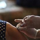 Общо 223,8 милиона души са получили по две дози от ваксините срещу вируса СНИМКА: РОЙТЕРС