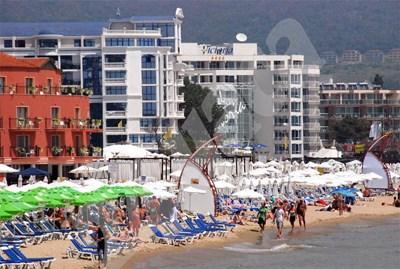 Плажовете вече са пълни, но в доста от хотелите има свободни легла, които се продават евтино СНИМКА: 24 часа