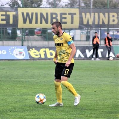 """Лъчезар Балтанов се раздаде на терена, но не успя да помогне за успех на """"Ботев""""."""