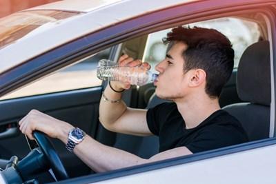 Ако шофирате дълго време жадни, все едно сте  пили алкохол