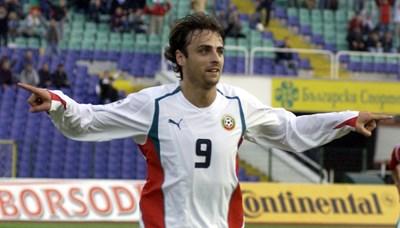 Димитър Бербатов се радва след гола си срещу Унгария при победата с 2:0 на 8 октомври 2005 г. СНИМКА: Владимир Стоянов