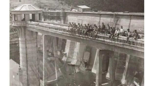 """1953: Пианисти и балерини бъркат бетон за язовир """"Студена"""". Взривяват и църква"""