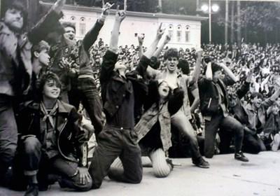Неформалните купони на соцхипитата през 80-те бяха сред големите дразнители за милицията. СНИМКА: Нели Недева-Воева