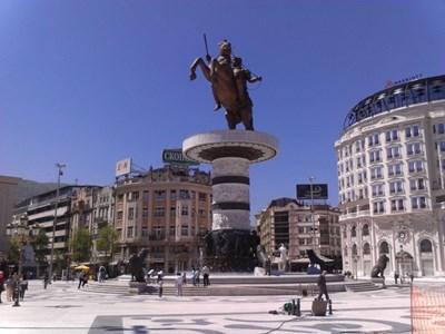 Паметникът на Александър Македонски в центъра на Скопие. СНИМКА: ЛИЧЕН АРХИВ