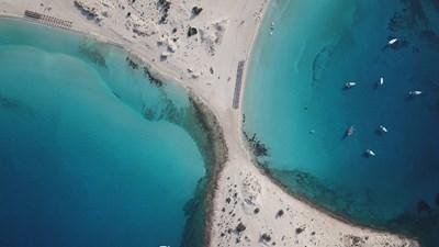 Елафонисос – перлата на Пелопонес с най-тюркоазените води в Гърция (Видео)