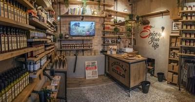 """Първият фирмен магазин на Chilli hills се намира на пресечката между """"Солунска"""" и булевард """"Витоша"""" в столицата."""