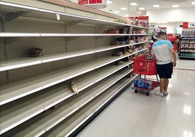 В очакване на урагана американците изпразниха рафтовете на магазините. Снимка РОЙТЕРС