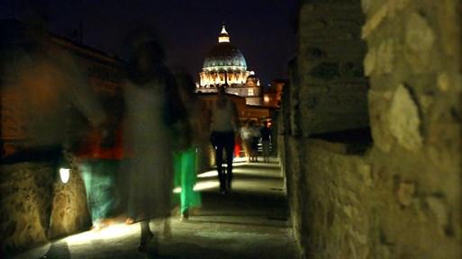 """Катакомбите на Ватикана. Под площад """"Свети Петър"""" изобилства от подземни галерии и тунели. Двама папи са бягали през тях при нападение"""