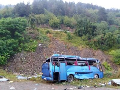 Автобусът падна в дерето на 25 август 2018 г.  СНИМКИ: ЙОРДАН СИМЕОНОВ