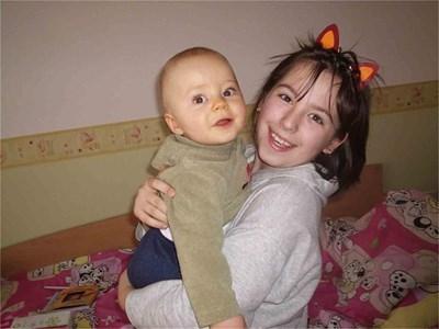 Андро е бебе на 8 месеца, а Надето е на 9 години.