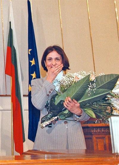 Може би най-емоционалният момент в професионалния път на Надежда - сълзите  в Народното събрание, когато депутатите от всички партии  ръкопляскаха на крака след падането на визите в края на 2000 г. Дори опонентите  признават, че тя изигра решаваща роля, за да могат българите да пътуват свободно в Европа. По време на нейния мандат започнаха преговорите за присъединяването ни към ЕС.