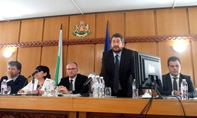 Христо Иванов (прав) беше против Лозан Панов (седнал до дясната му ръка) по същите причини, по които сега е против Гешев Снимка: Архив