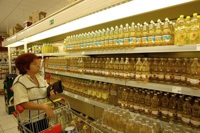 С 25 ст. за седмица се е вдигнала цената на бутилка олио в големите вериги в София. Средно литърът струва вече над 3,10 лв.