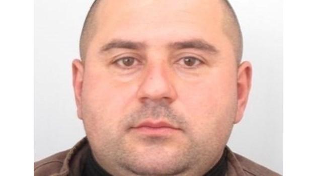 Питат сина на Стоян Зайков къде може да е баща му. Търсеният за 2 убийства мъж от Костенец - неоткриваем вече две седмици