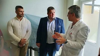 Инж.Добромир Добрев и шефът на общинската болница д-р Иван Иванов обсъдиха предстоящия ремонт