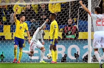 Родриго се радва, след като е набутал топката в мрежата на Швеция. СНИМКА: РОЙТЕРС