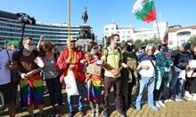Протестиращите блокираха движението пред парламента (Снимки)