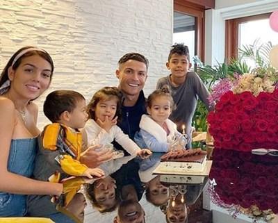 Половинката на Кристиано Роналдо - Джорджина Родригес, разкри, че футболистът е скаран с домашната работа. СНИМКА: Инстаграм