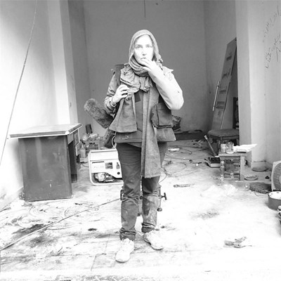 Елена Йончева сред разрушенията на сирийския град Алепо. СНИМКА: НИКОЛАЙ НИКОЛОВ