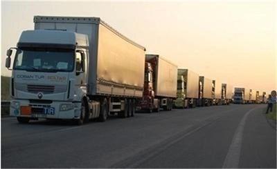 """Километрични опашки от камиони на ГКПП """"Дунав мост"""" край Русе СНИМКА: Архив"""