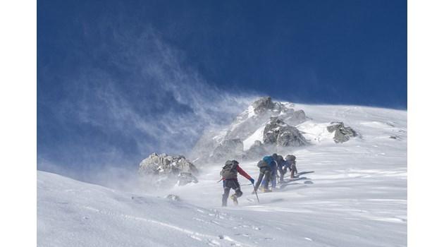 Лошото време в швейцарските Алпи отне 8 живота