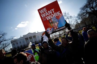 Протестиращи пред Белия дом във Вашингтон  СНИМКА: Ройтерс