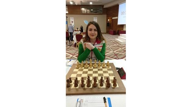 """Нургюл Салимова - златната роза на българския шах. На 16 г. състезателката от """"Бургас 64"""" се класира за световната купа при жените"""
