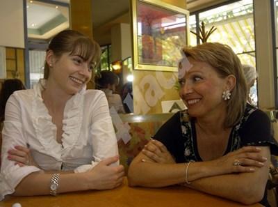 """Мила Зурлева с майка си Силва, 2006 г. Снимка: Архив """"24 часа"""""""