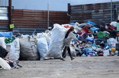 Големите площадки за събиране на отпадъци са в крайните квартали или извън града. СНИМКА: Йордан Симeонов