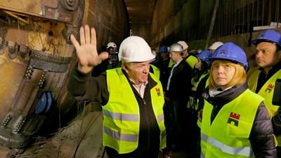 Кметът на столицата направи и политически коментар до дупката на третия лъч на метрото. СНИМКА: Пиер Петров